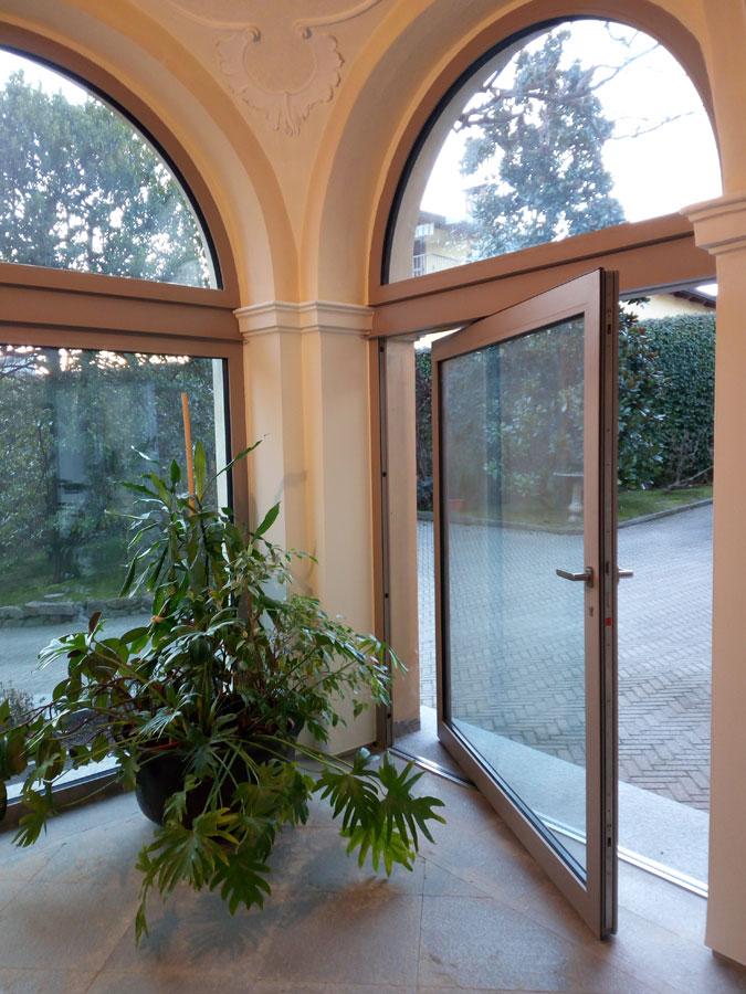 Bilico verticale in ferro taglio termico opendooritalia - Finestre a bilico verticale ...